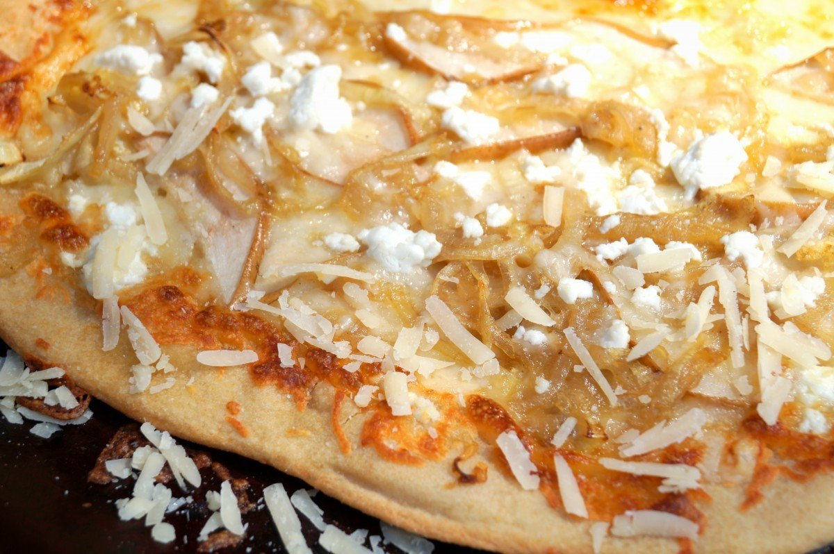 Pizza with carmelized onions and goat cheese