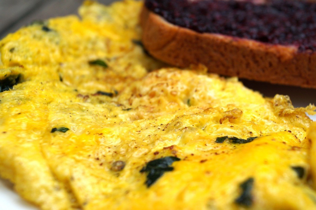 Spinach and Swiss Omelette with toast