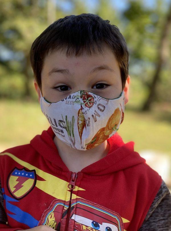 Small kids mask veggie side
