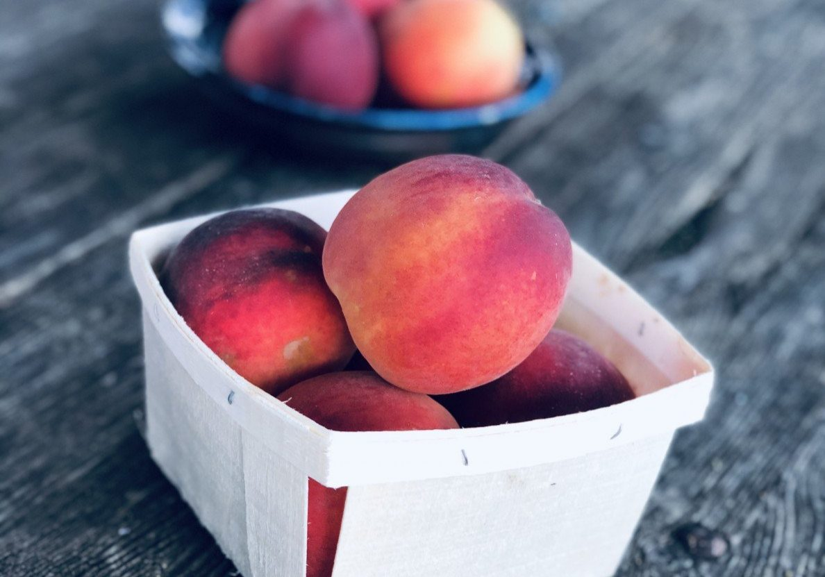 peaches on farm stand